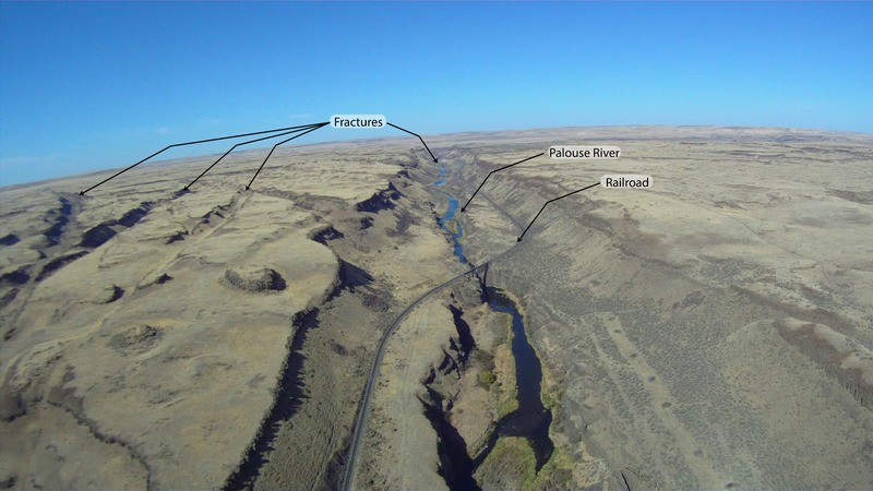 Aerial photograph looking north up the Palouse River, from the falls south of Washtucna Coulee. Notice the straight path of the river and the fractures to the west.