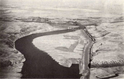 Fig 2a. Aerial photo of the Lyons Ferry flood bar at the the snake river valley (Baker, 1973).